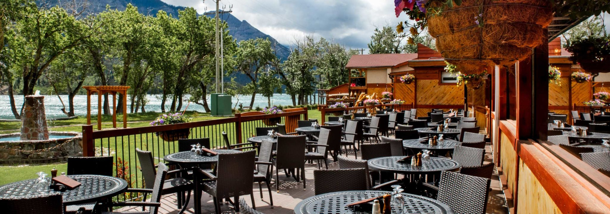 Lakesidechophouse Patio Watertonlakes