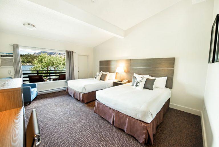 bayshore-inn-spa-lakefront-room-1